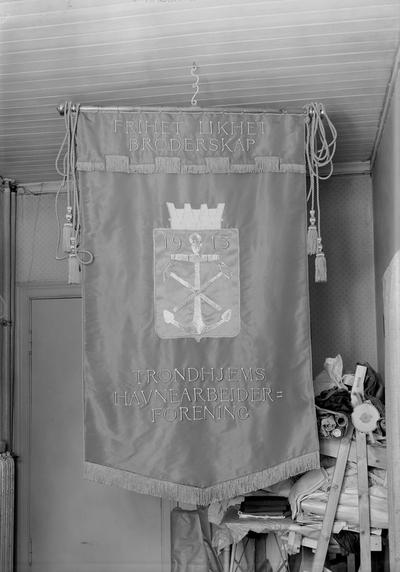Fane Tr.heims Havnearb. Forening, foto for fru Rein, O.Tr. gt. 21 II
