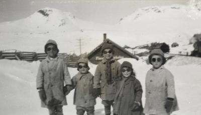Noen av barna som bodde på Finse i 1924