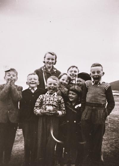 Samling av barn Stonglandseidet 1956