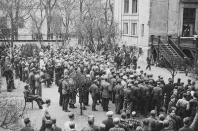 Norsk fangeleirs luftegård vedd Logen i mai 1940