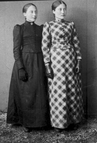 Portrett av søstrene Johanna og Marie Hansen