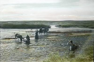 Fra foredragsrekken Landmålerlivet i Finnmark v/Axel Printz : Hjemover efter stormen over Lavnjes