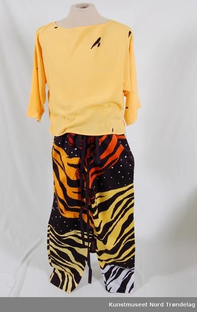 Tigerbukse og bluse