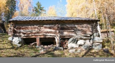 Fjøs fra stølen Vieren på Veståsen - Ål Bygdamuseum, Leksvol