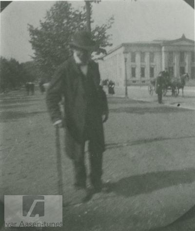 Ivar Aasen på Karl Johans gate