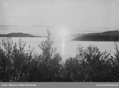 Bøkfjorden i midnattsol