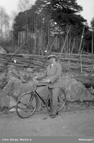 Lærer Olav Langeland på sykkeltur