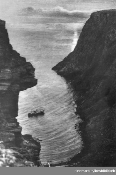 Hurtigruta utenfor Hornviken ved Nordkapp
