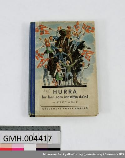Bok: Kåre Holt. Hurra for han som innstifta da'n!. Gyldendal, Oslo, 1945.