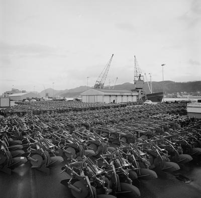 Største enkeltforsendelse i år - 770 ploger til Algerie med chartret båt fra Sandnes.