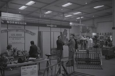 Stand til Kvernelands Fabrikk AS på utstillingen til DLG i Hannover (Tyskland) 1972