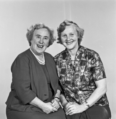 Portrett 2 smilende kvinner - bestiller Jenny Malmin