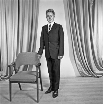 Portrett ung mann - bestiller Kåre Sevland