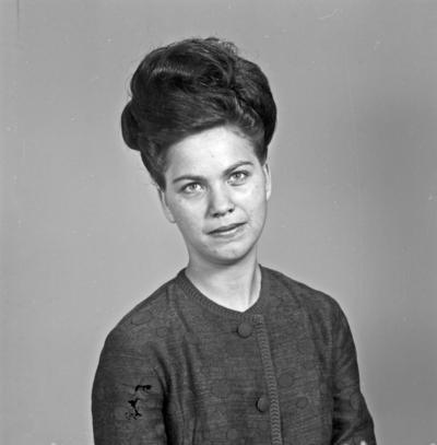 Portrett ung kvinne - bestiller Bjørg Sørensen