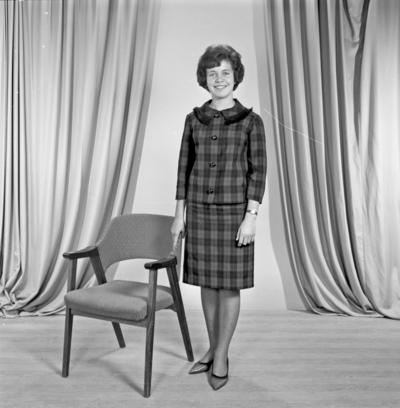 Portrett ung kvinne - bestiller Hanne M