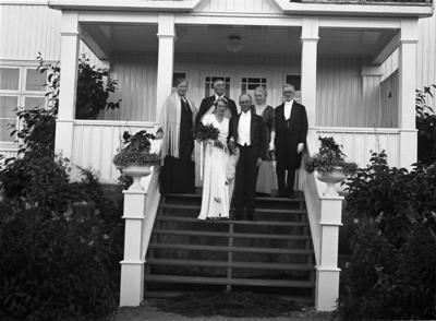 Brudeparet Sigri Seierstad og Alf Mørch-Reiersen med foreldrene Helene og David Seierstad til venstre