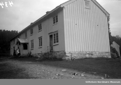 Et våninghus på Todalshaug i Surnadal kommune