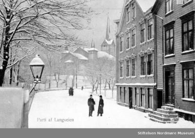 Postkort med vintermotiv fra nedre del av Parkveien/Langveien på Kirkelandet i Kristiansund