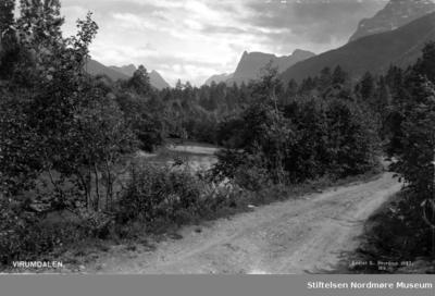 Postkort med prospekt fra Virumdalen i Sunndal kommune
