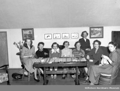 8 damer på klubbmøte