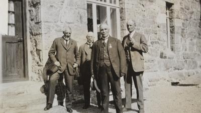 Sentrale ledere på Bergensbanen samlet på Myrdal stasjon i 1923