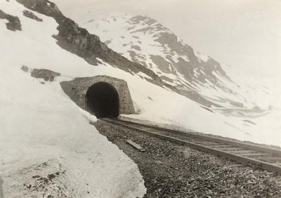 Upsete tunnel