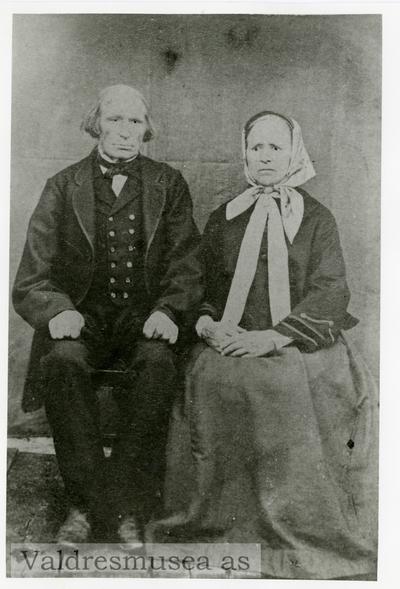 Portrett av Tåmås Olsen langedrag og kona Kari Knutsdatter Langedrag