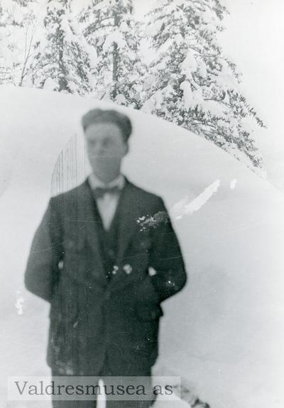 Ungdomsportrett av Einar Olsen Lien