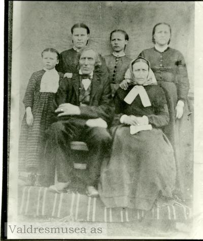 Familieportrett av Per Listrud og kona Gunhild