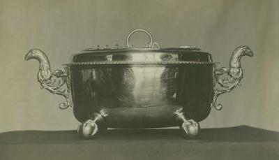 Suppeterrin i sølv med lokk