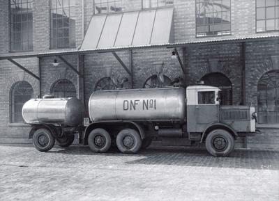 Tankbil utenfor DE-NO-FA fabrikker