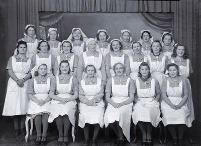 Gruppebilde av elevene ved Fredrikstad husmorskole