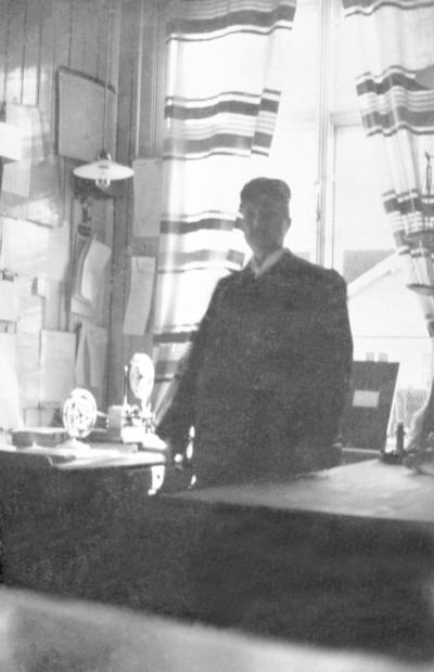 INTERIØR: STASJONSMESTER MARIUS LARSENS KONTOR