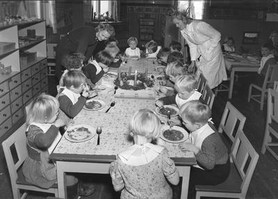 Baklandets Asyl - bespisning av barna