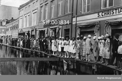 Flombilde fra Strandgata på Hamar sommeren 1927