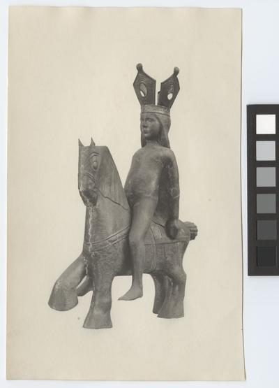 Stockholms stadshus, skulptur Exteriör Skulptur. Prinsessa på häst. Stockholms stadshus.