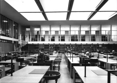Riksarkivet Administrativ byggnad. Interiör av stora forskarsalen