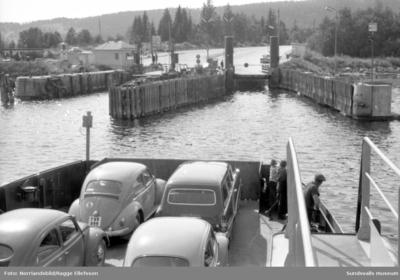 Alnöfärjorna har fullt upp innan bron byggdes.