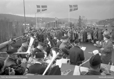 Invigning av Alnöbron, bilder från Alnösidan samt från färjan och färjeläget.