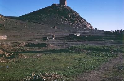 Stenkulle med hus i Marocko.