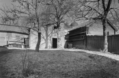 Enköping, kvarteret Kaplanen nr 4, Kungsgatan 12, gårdsbebyggelse, mot norr