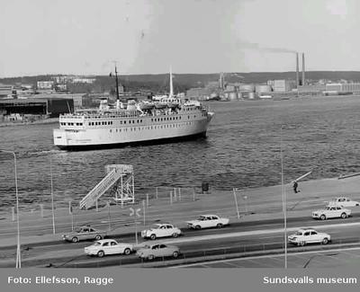 Finlandsfärjan Polar Express på Sundsvallsfjärden ca 1970.  Gick mellan Sundsvall och Vasa.