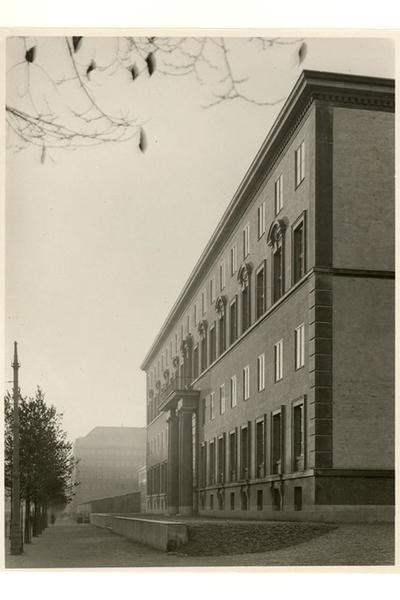 Handelshögskolan Exteriör mot Sveavägen