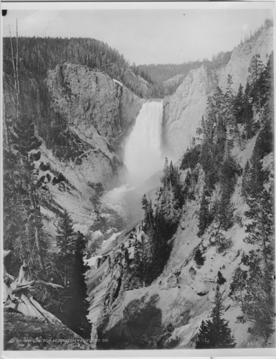 'Vattenfall, National Park, Wyoming. :: ''Lower Falls of the Yellowstone National Park.'' :: Samma motiv som 4911. ::  :: Serie fotonr 4905-4915.'