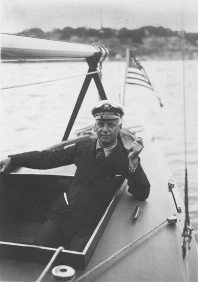 C. Sherman Hoyt på sin 6m-jakt 6-US40 SALEEMA i Sandhamn i juli 1928.