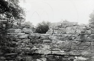 Kapitelsalen. N. halvan av östmurens västsida.