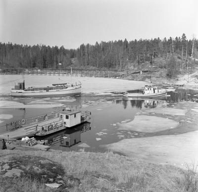 Liljedal: Färjeläget i mars 1959.
