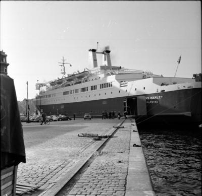 Bilfärjan M/S Prins Hamlet, vid kajen i Stockholm.  18 Maj 1966