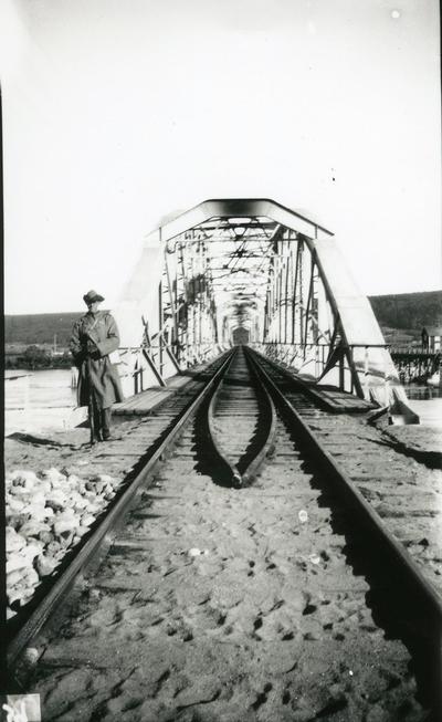 Vakt vid bro.
