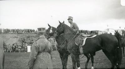 Gustav Adolf, prins, vid ryttartävlingar på Rocksjövallen.